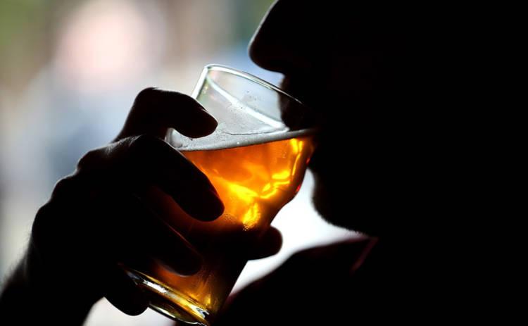 Ученые выяснили, что алкоголь помогает бороться с опасной болезнью