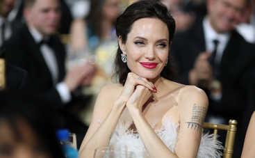 Астролог объяснил причину неудач Анджелины Джоли