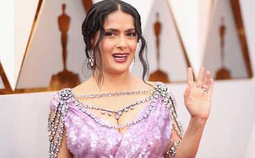 51-летняя Сальма Хайек показала, как выглядит без макияжа