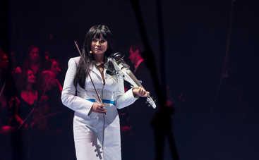 Ассия Ахат на концерте в Киеве искупалась под ледяным дождем