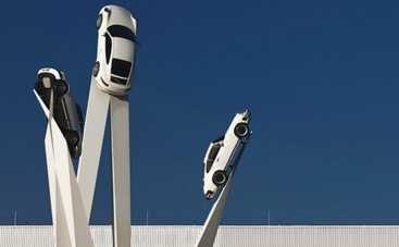 Поражающие масштабом: скульптуры из автомобилей