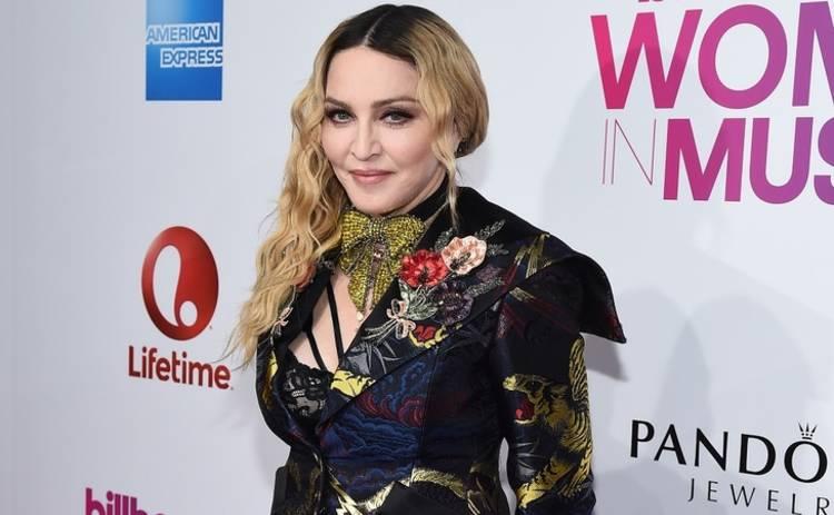 Мадонна удивила провокационным образом
