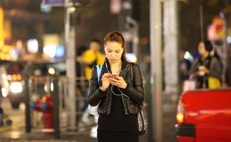 Созданы светофоры для тех, кто никогда не выпускает смартфон из рук