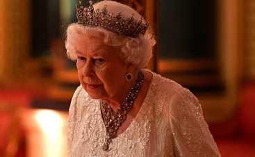 Королева Елизавета II впервые встретилась с новорожденным правнуком