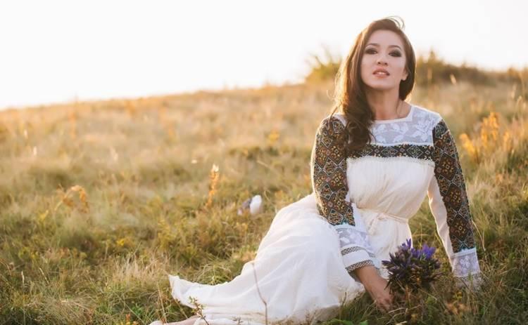 День вышиванки-2018: Наталка Карпа собирает коллекцию национальной одежды