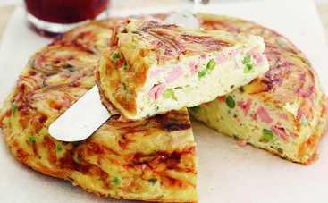 Сытный пирог с сосисками (рецепт)