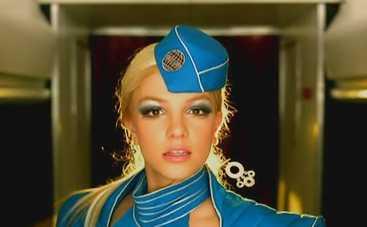 Бортпроводник исполнил сексуальный танец под песню Бритни Спирс