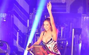 Певица VALEVSKAYA показала сексуальную фигуру в новом клипе