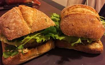 Домашний бургер с салатом (рецепт)