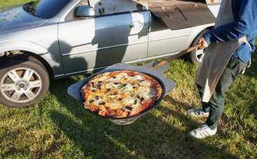 Француз создал уникальную печь для пиццы из старого автомобиля