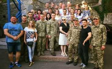 Гастроли «Квартала 95»: встречи с военными и передвижной кинотеатр «Слуга народа»