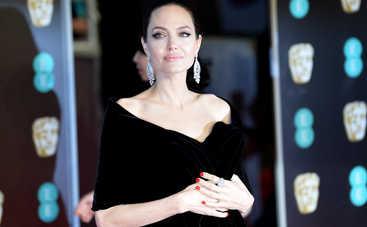Суд пригрозил Анджелине Джоли потерей детей