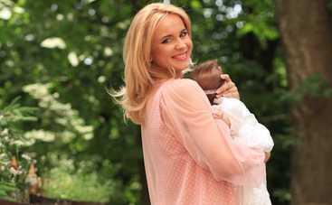 Лилия Ребрик с супругом научили танцевать новорожденную дочь