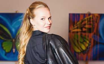 Молодая украинская художница подарила свою картину дуэту 2Cellos