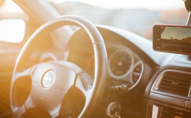 6 вещей, которые запрещено оставлять в машине в жару