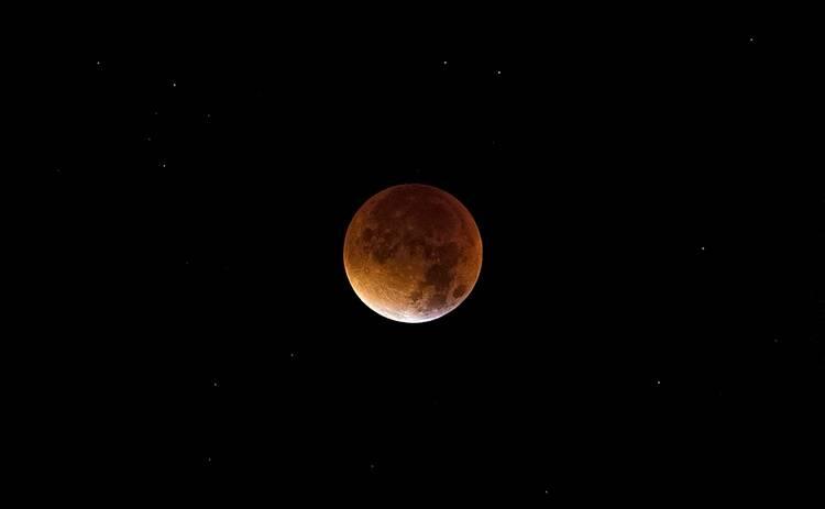 Украинцы смогут увидеть самое длинное лунное затмение 21 века