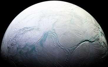 На спутнике Сатурна возможна жизнь: ученые нашли сложную органику