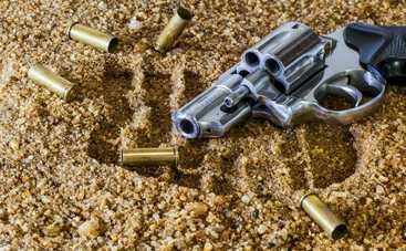 Женщина застрелила вора, который пытался похитить авто с ее детьми