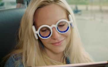 Созданы очки, которые защитят от укачивания в машине