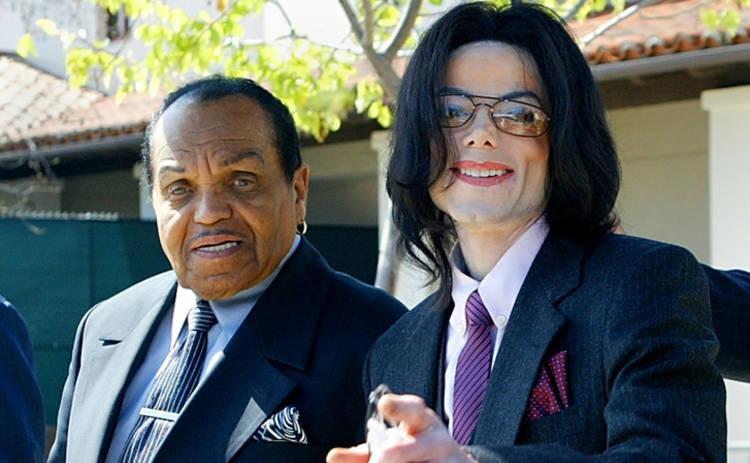 Стало известно, как отец издевался над Майклом Джексоном в детстве