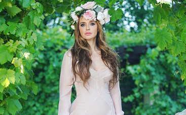 Оксана Марченко похвасталась пышным декольте в купальнике