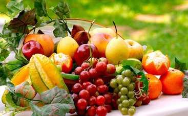 Диетолог назвала фрукты и ягоды, которые мешают похудению