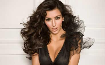 Ким Кардашьян показала поклонникам фото в бикини