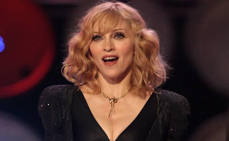 Мадонну обвинили в сексуальных домогательствах