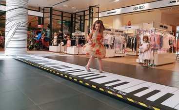 В столичном ЦУМ представлено одно из крупнейших интерактивных пианино в мире