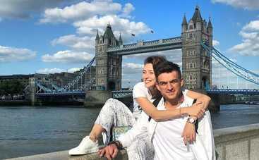 Жениха Регины Тодоренко застукали за поцелуем с известным мужчиной
