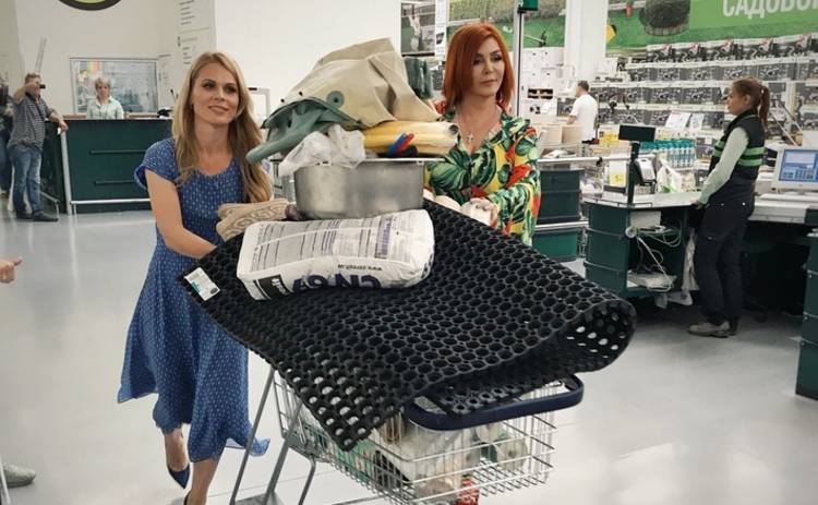 Ольга Фреймут и Ирина Билык устроили шопинг в строительном гипермаркете
