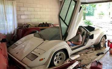Ничего себе находка: парень обнаружил в гараже бабушки редкий суперкар