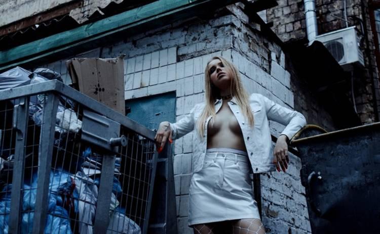 Украинская звезда Playboy разделась прямо посреди Киева