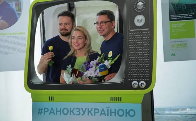 «Ранок з Україною» открыл в метро фотовыставку с историями украинских героев