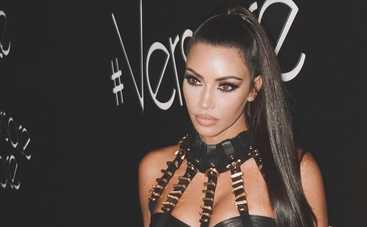 Ким Кардашьян засветила утягивающее белье в Беверли-Хиллз