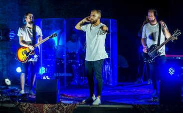 Гурт БЕZ ОБМЕЖЕНЬ зіграли таємний концерт на Подолі