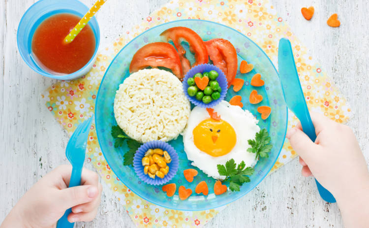 Медики составили список запрещенных продуктов для детского завтрака
