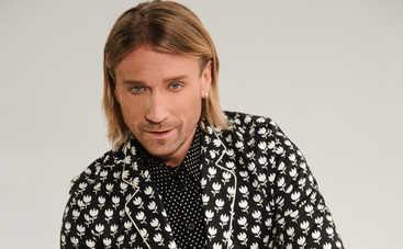 С обложки глянца: стильный Олег Винник представил яркое fashion-видео