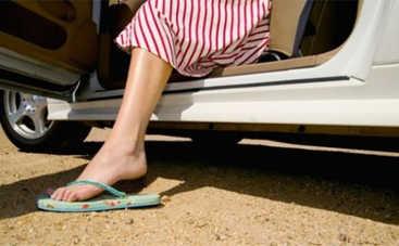 Опасная обувь при вождении: что не стоит обувать за руль