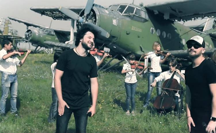 Группа AVIATOR записала песню с детским оркестром