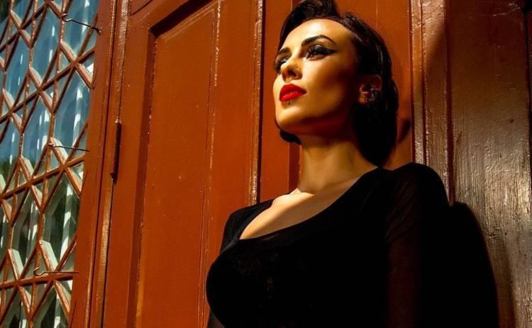 Сексуальная диджей NANA разделась в студии Нового канала