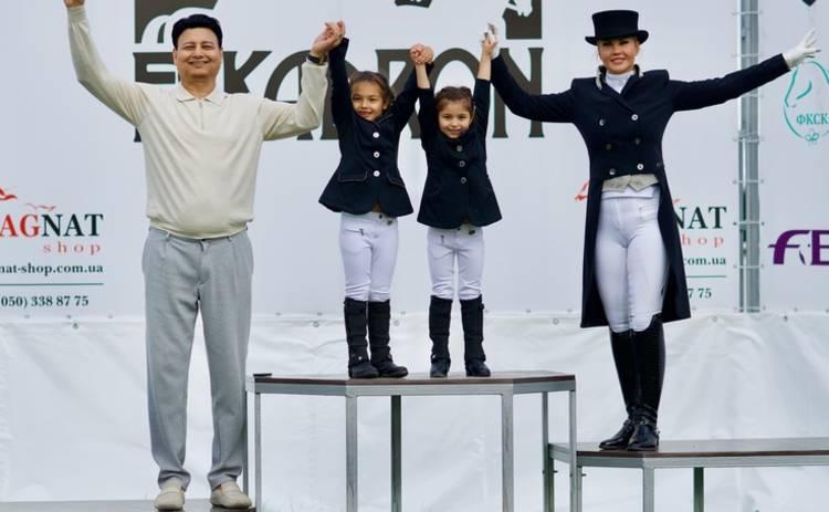 «С именинницами, KAMALIYA!»: поклонники поздравляют певицу с днём рождения дочерей
