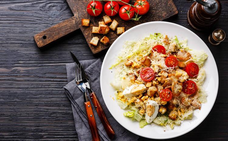 Салат Цезарь – секрет приготовления и история блюда