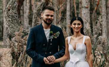 Ведущий Сергей Зенин сыграл свадьбу среди соснового леса