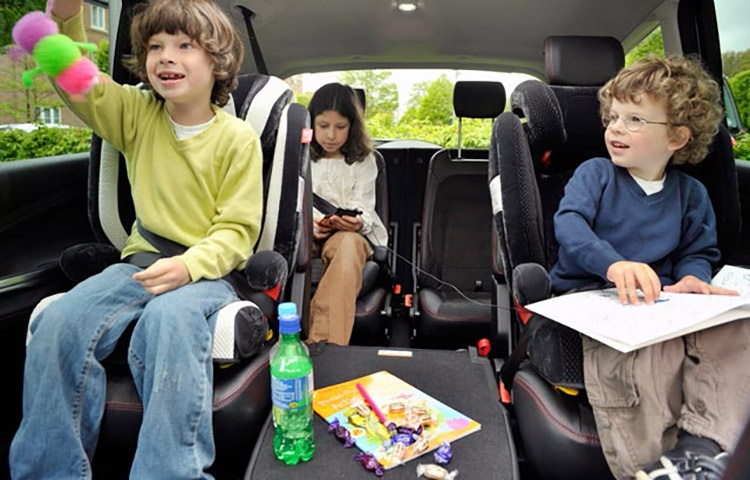 kids-in-a-car_