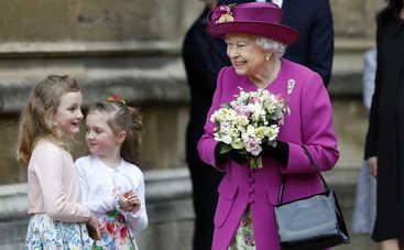Дамская сумочка в британской королевской семье и ее секретные функции