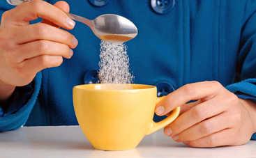 Врачи рассказали, к чему приводит регулярное потребление чая с сахаром