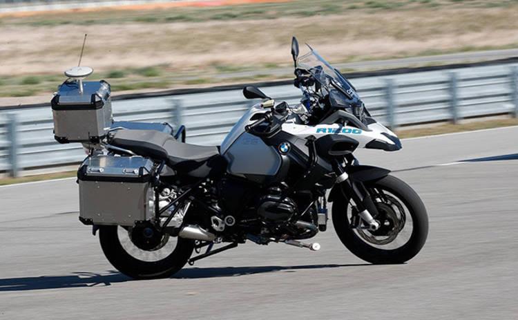 Автономный мотоцикл от BMW: концерн тестирует новый гироскоп