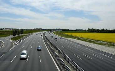В Украине не могут отремонтировать автомагистрали: причины плохих дорог