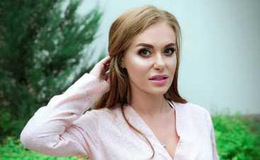 Оля Полякова и Слава Каминская появились на публике в одинаковых платьях